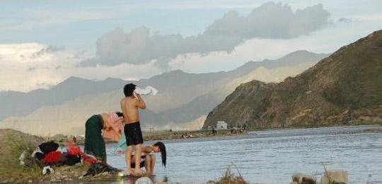 洗澡活动 西藏藏族人民的沐浴节