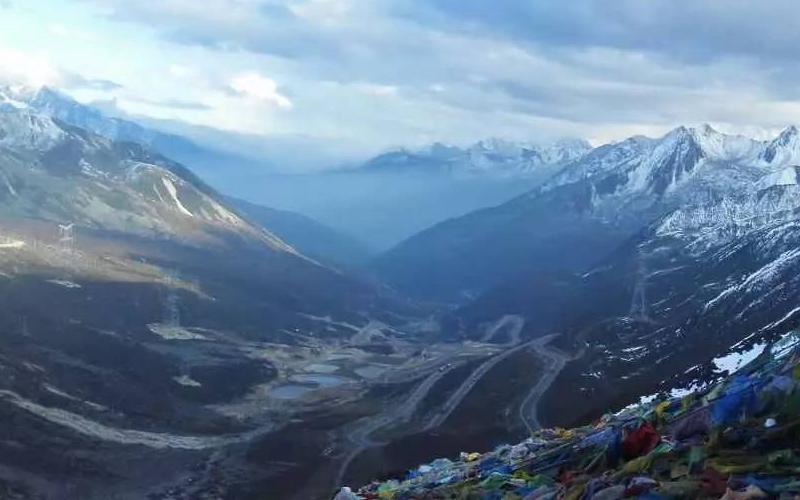 进藏翻越的第一座高山